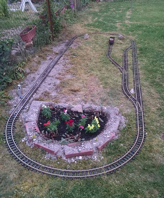 Small Garden Layout With PIKO G-scale U0422racks